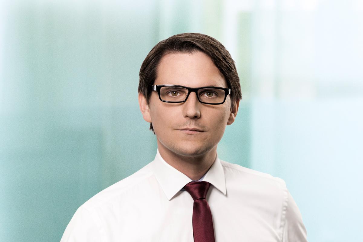 Dr. Andreas Remuta, Associate